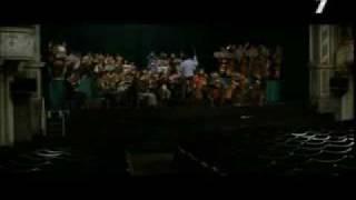 LA MALDICIÓN DE LA PANTERA ROSA - Escenas musicales divertidas (14)