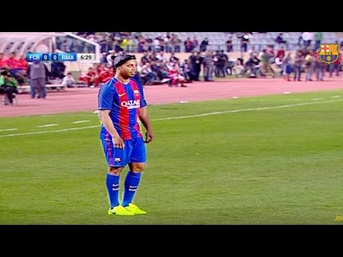 e2bbad00fc7 RONALDINHO BACK IN BARCELONA JERSEY! Amazing Performance Vs Real Madrid  Legends 3-2 | 28/04/2017 - YouTube