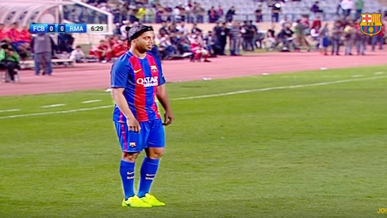 RONALDINHO BACK IN BARCELONA JERSEY! Amazing Performance Vs Real Madrid  Legends 3-2  3e715b322