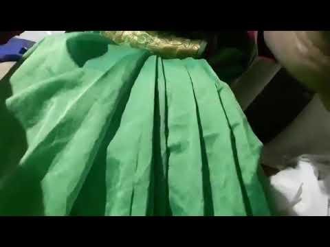 Download aunty big boobs cleavage saree