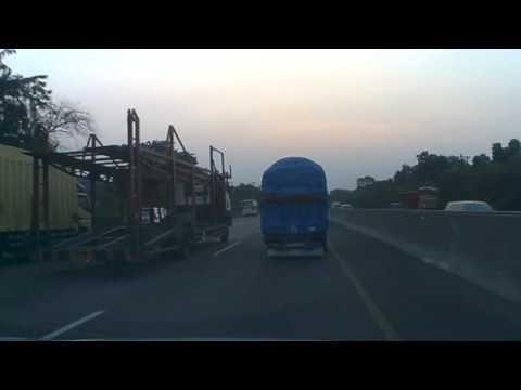 Senjakala menuju Jakarta, di Jalan Tol Cikampek