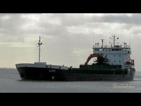 self discarging bulk carrier AASNES ZDQH9 IMO 9101546 BJ 1996 Emden Bulker coaster KüMo