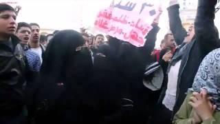 امرأة منقبة فى احداث جمعة الغضب فى المحلة 2011