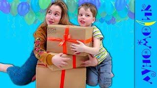 Детки САМИ РАСПАКОВАЛИ ПОДАРКИ ! Что внутри коробки?