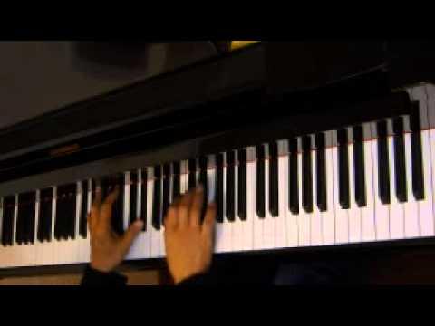 The Christmas Song ( Mel Tormé)  solo piano