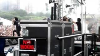 Crystal Castles - Crimewave Live @ Lollapalooza 2011 Backstage