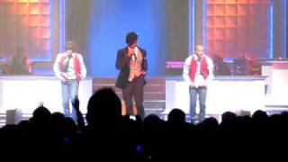Usher You Make Me Wanna LIVE '08 - pants unzipped!
