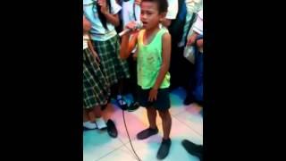 """VIRAL: This talented kid belted out """"Sayang na Sayang"""""""