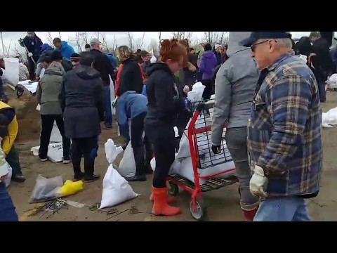 Hundreds volunteer to fight flood in Clarence-Rockland