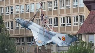 Montare avion MIG la Colegiul Militar din Alba Iulia