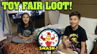 TOY FAIR LOOT UNBOXING!!!  Smashing in the Hotel! LEGO minifigures, Smashers, 5 Surprise!