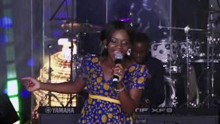 Gambar cover Newie - Khakhamela (Live)