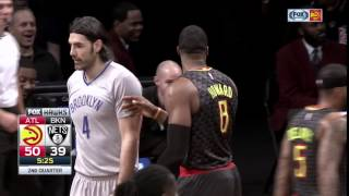 Dwight Howard dabs on Jeremy Lin during Hawks-Nets game