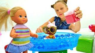 Мультик про Барби и LOL. Штеффи играет с куклой ЛОЛ