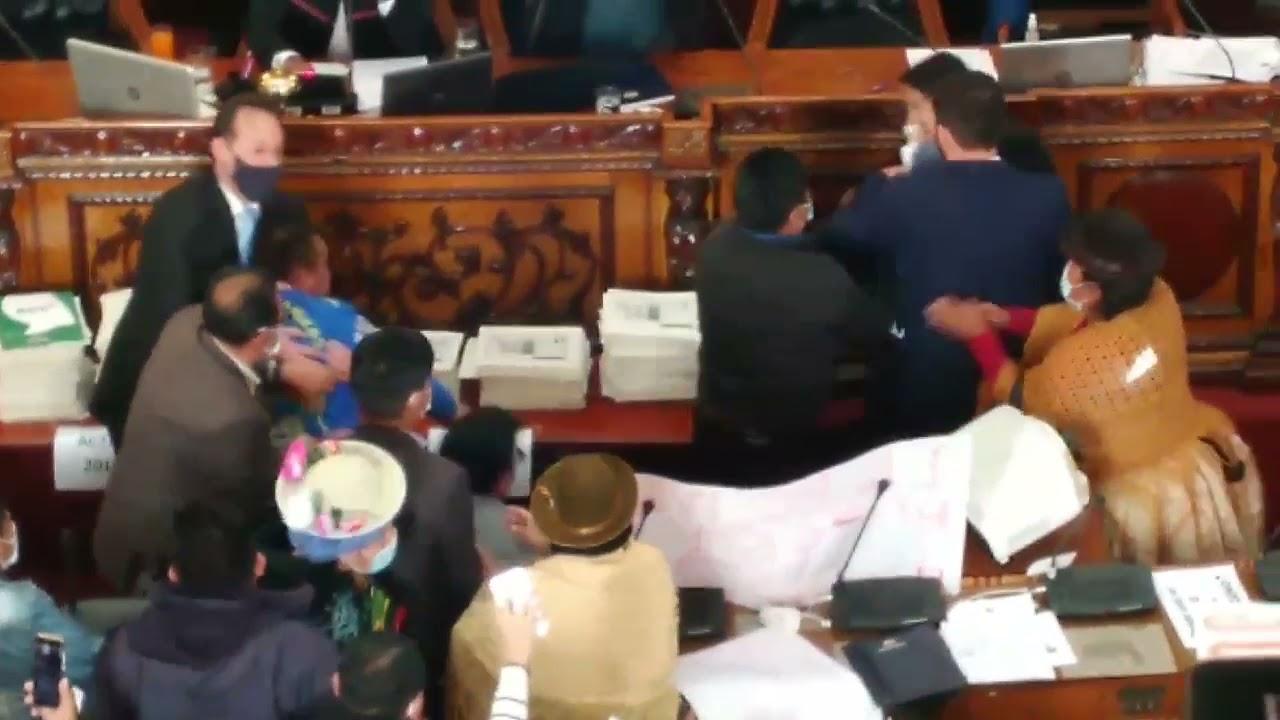 Bolivia: Pelea de parlamentarios en el hemiciclo