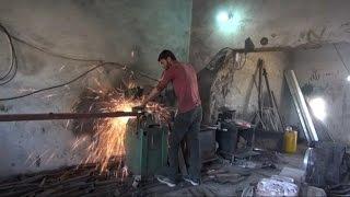 حرفيون سوريون يوظفون خبراتهم لإعادة إعمار سوريا