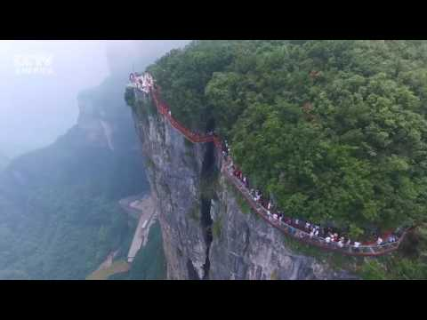 Stunning! A new cliff glass walkway opens in central China's Hunan [August 1, 2016]