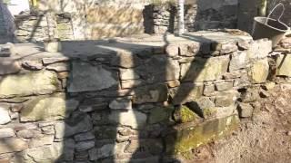 průběh opravy kamenné zdi