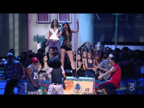 Miley Cyrus - Party In The USA - (Live Teen Choice Awards 2009)