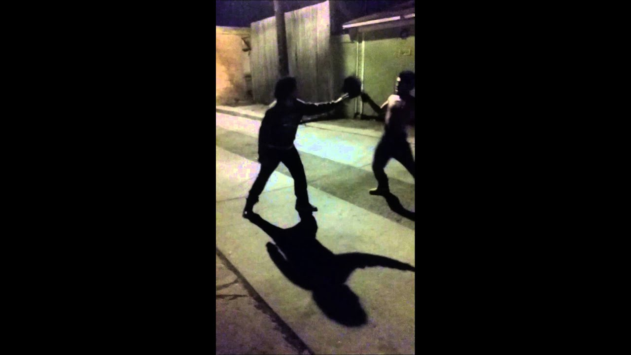 West Side #Chiraq Hood Fight: brass knuckles vs fist - YouTube