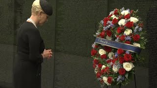 Cindy Mccain Attends Wreath Laying Ceremony For Sen John Mccain At Vietnam Veterans Memorial Youtube