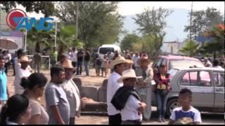 Pobladores toman cabecera municipal y retienen a presidente municipal
