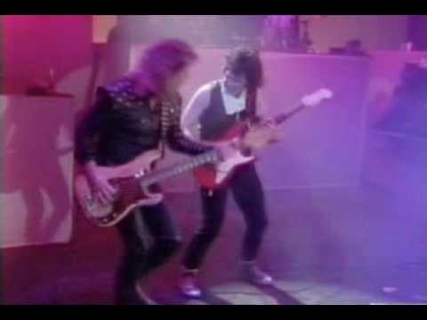 Клип Gary Moore - All Messed Up
