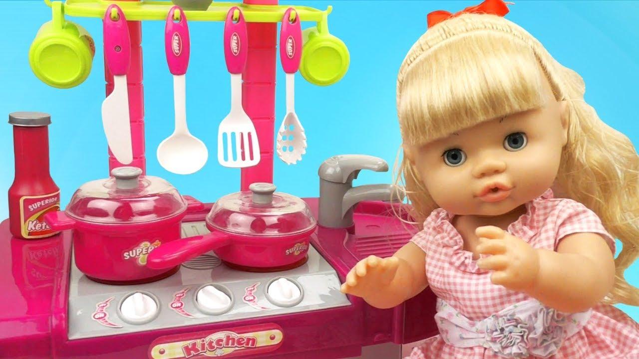 Новая кухня для девочек / Готовим еду для кукол из пластилина плей до на канале BabyLandToys