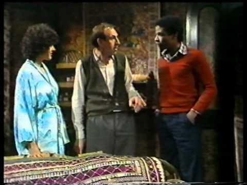 Leonard Rossiter  Rigsby accidentally cops a feel!
