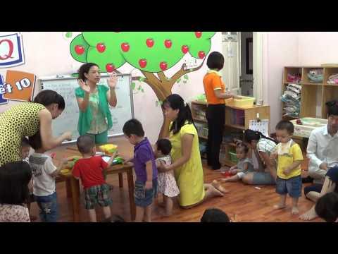 Dạy bé làm trò chơi (Lớp học Mẹ và Bé)