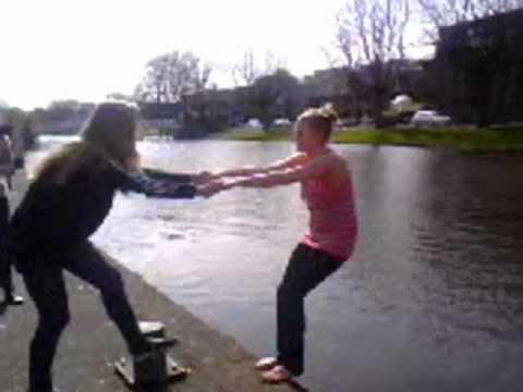Michelle springt in het water
