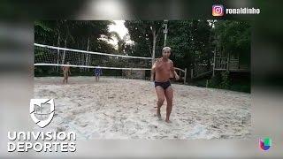 Ronaldinho dio cátedra de pases con el pecho en el futvóley