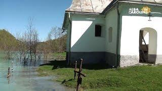 Imagini incredibile: Biserica din Vinţa va fi 'înghiţită' de steril toxic. Reportaj
