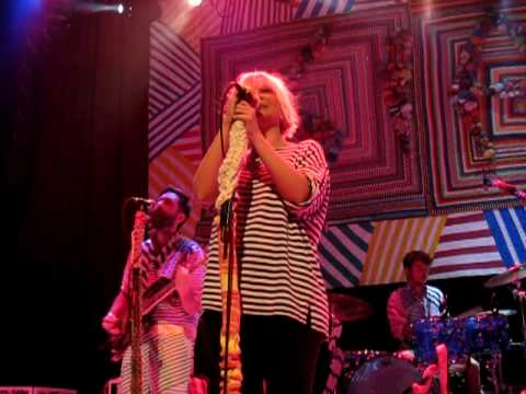 "Sia - ""Clap Your Hands"" (House of Blues San Diego 04/19/10)"