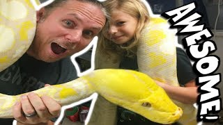 LITTLE GIRL HANDLES HUGE SNAKES AND ALLIGATOR!! Brian Barczyk