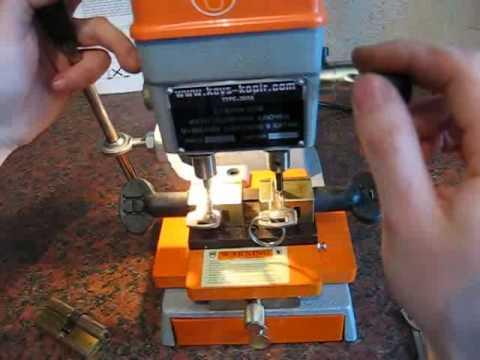 видео: type 368a  станок для изготовления ключей