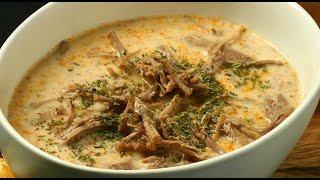 Мясной суп с говядиной с соусом (düğün çorbası). Турецкая кухня.