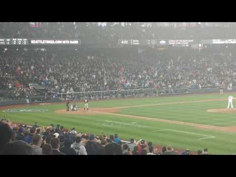 Ichiro's first pitch homer in Seattle