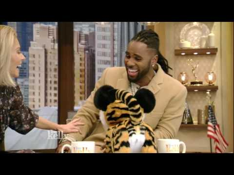 Jason Derulo Makes a Tiger Friend