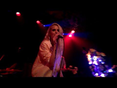Kyla La Grange - Cut Your Teeth Kygo Remix Live@Debaser Medis