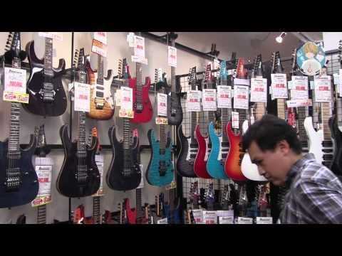 Япония. Магазин музыкальных инструментов в Японии
