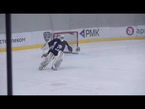 «Просто Щелкунчик»: Вратарь хоккейного «Трактора» станцевал балет на льду