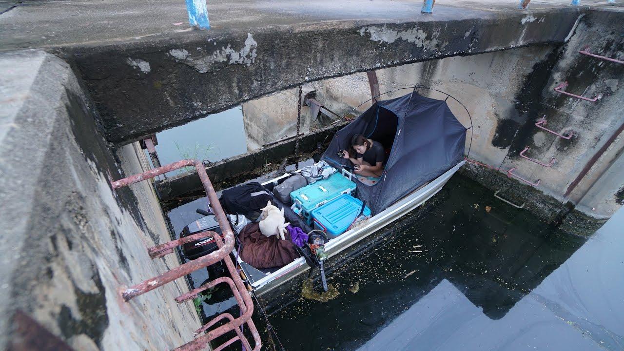 นอนตกปลา 'บนเรือเล็ก' ในฤดูฝนตก แคมป์สุดฟิน!!