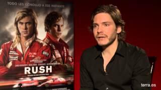 Entrevista a Daniel Brühl: 'Para ser Niki Lauda no se puede ir con el freno de mano'