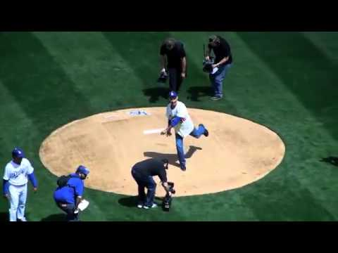 Dodgers Opening Day 2013 - Sandy Koufax throws first pitch!