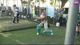 Elina Svitolina Plays Cricket In  Australia