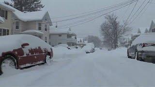 In dem us-bundesstaat pennsylvania sind innerhalb von 24 stunden 1,3 meter schnee gefallen. …lesen sie mehr : http://de.euronews.com/2017/12/27/usa-schneestu...
