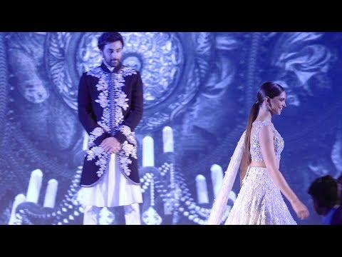 Ranbir Kapoor Couldn't Take His Eyes OFF Gorgeous Deepika Padukone