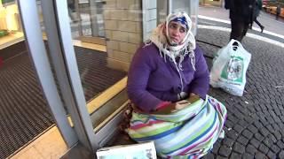 Цыгано-румынская попрошайка и You Tube. Gypsy beggar and You Tube.