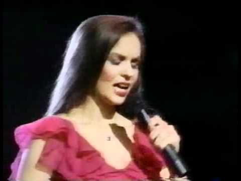 Crystal Gayle – A Long and Lasting Love